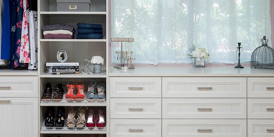 Custom Walk In Closet with Allegra Drawer Fronts